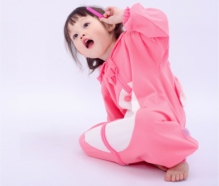 Zipper design of sleepwear is safe and comfortable